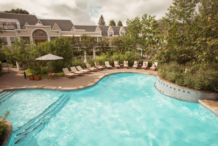 hotel-quebec-jardins-et-piscine-8
